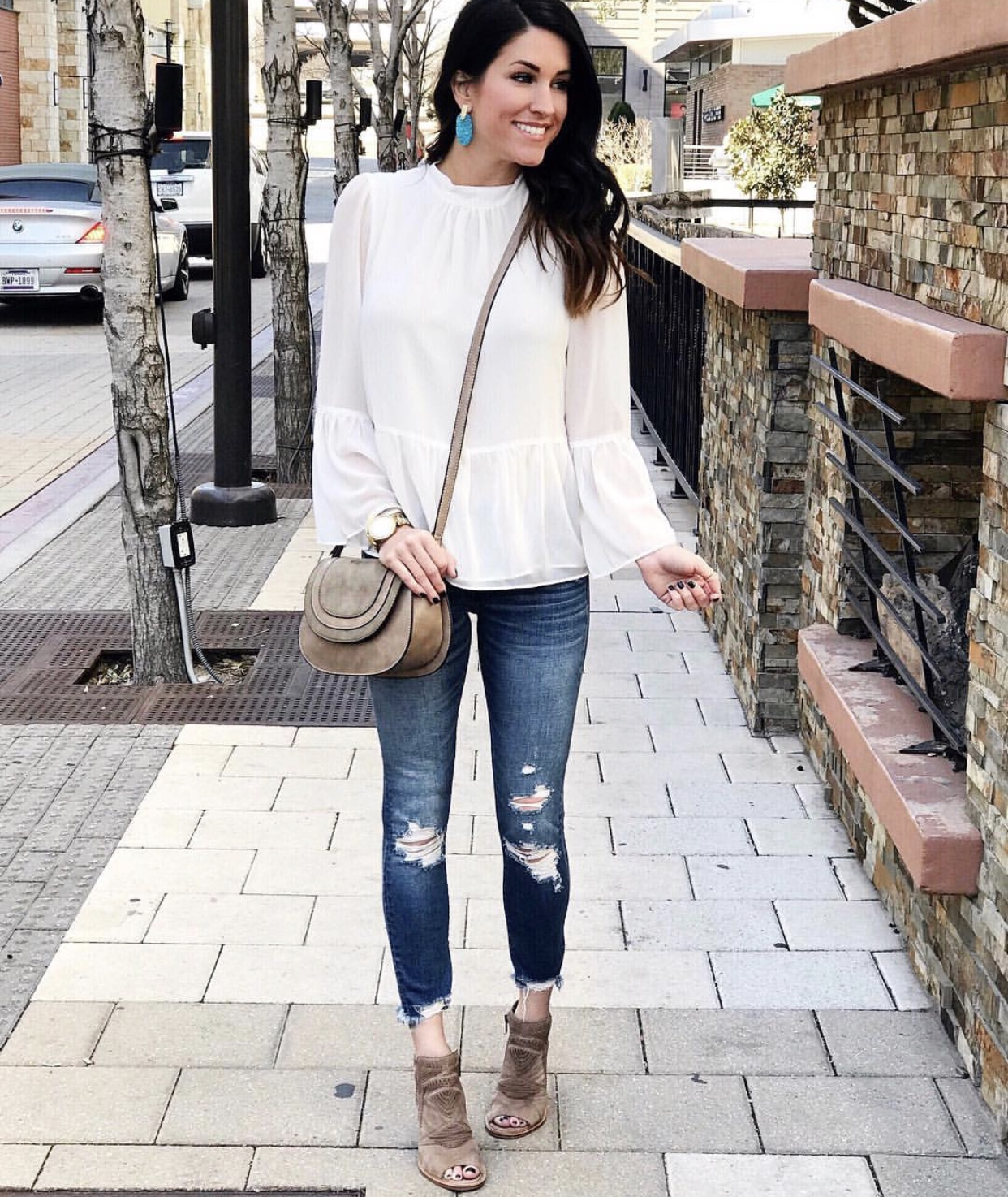 White blouse, skinny jeans, booties