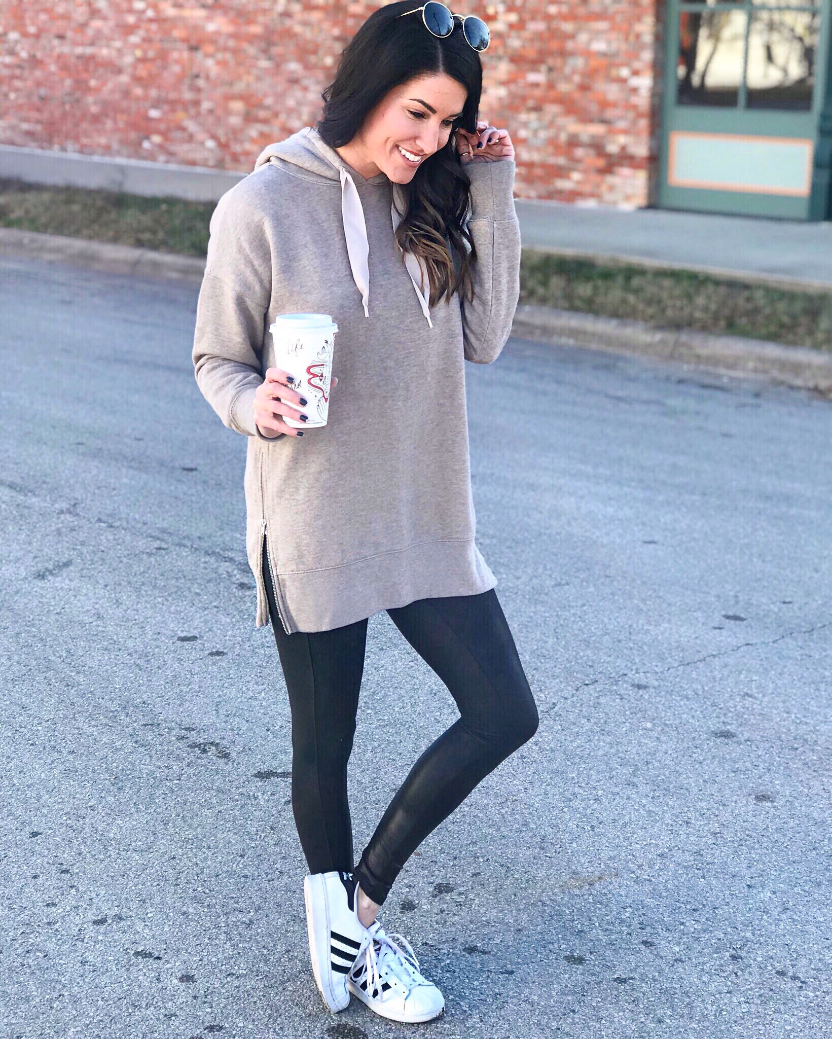 Oversized sweater and black leggings